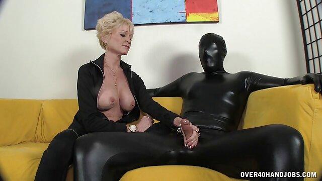 Karlie und ältere damen porn erstaunliche Dreier