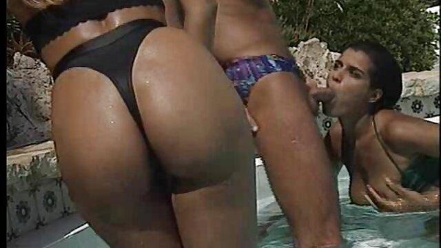 Mädchen masturbiert reife damen porno in einem taxi
