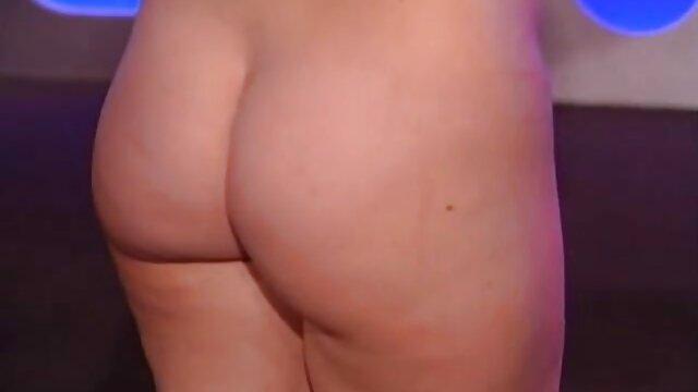 Riona in einem sexy Kleid nimmt auf zwei Schwänze reife damen videos